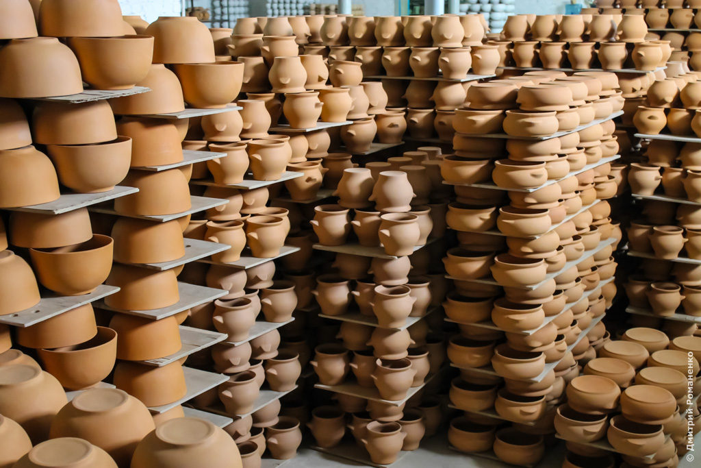 С керамической посудой в СВЧ могут быть проблемы