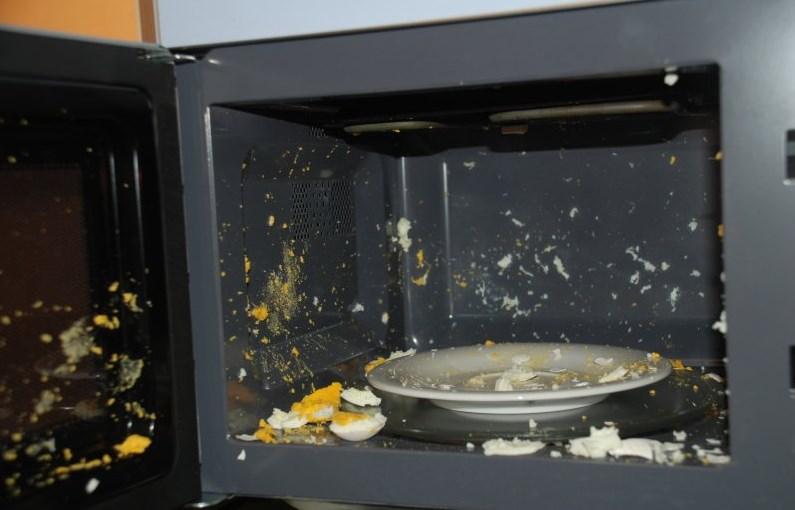 Приготовление яиц в СВЧ приводит к их взрыву