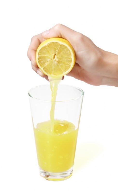Лимон поможет вывести загрязнения СВЧ