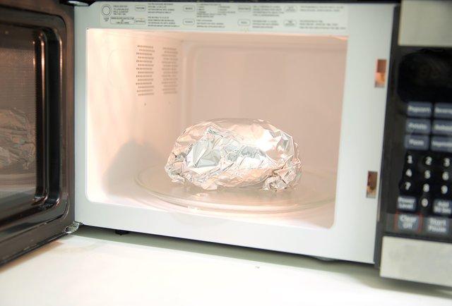 Блюдо в блестящей бумаге