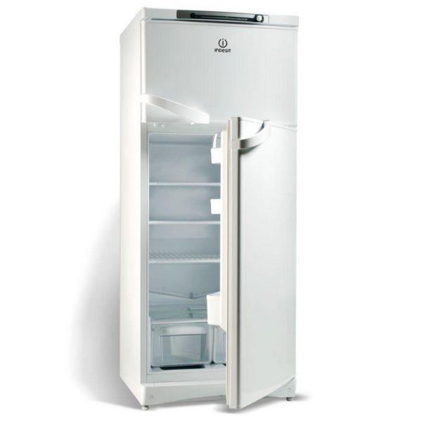 Холодильник Индезит на проветривании