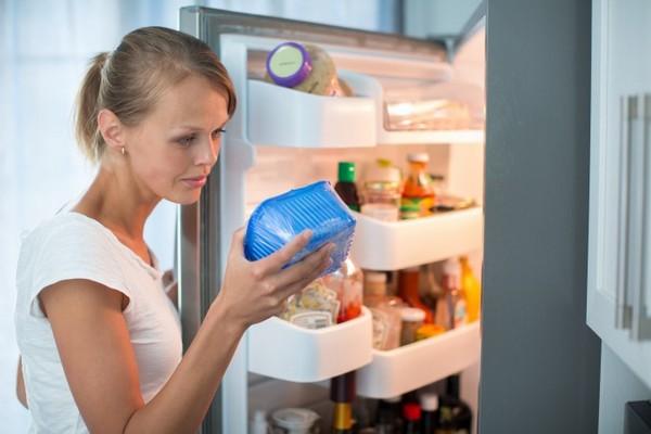 Контролируйте даты хранения продуктов в холодильнике