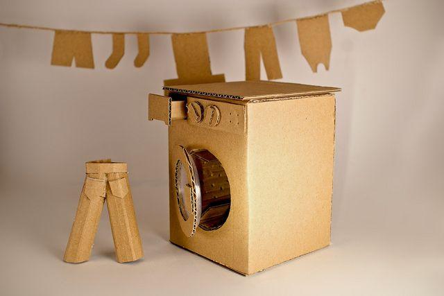 Самодельная игрушечная стиральная машина из картона
