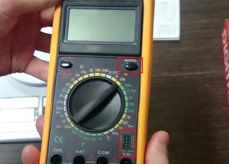 Кнопка Hold для удержания показаний мультиметра