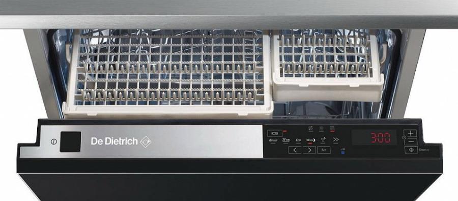 Вид на открытую посудомоечную машину «Де Дитрих»