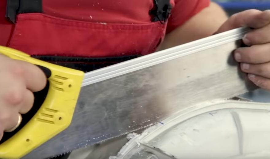 Резка ножовкой весьма трудоемкая
