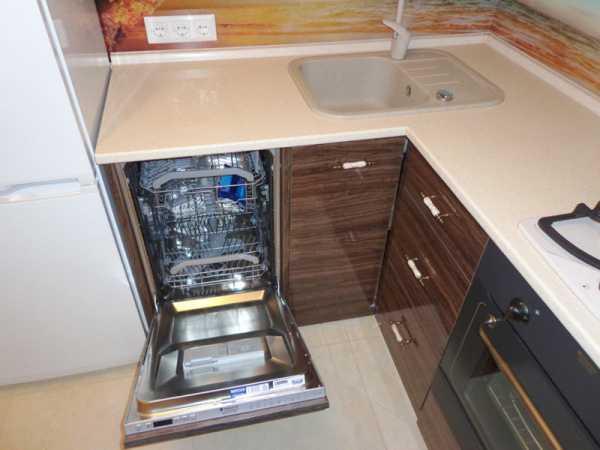 Посудомоечная машина в маленькой кухне