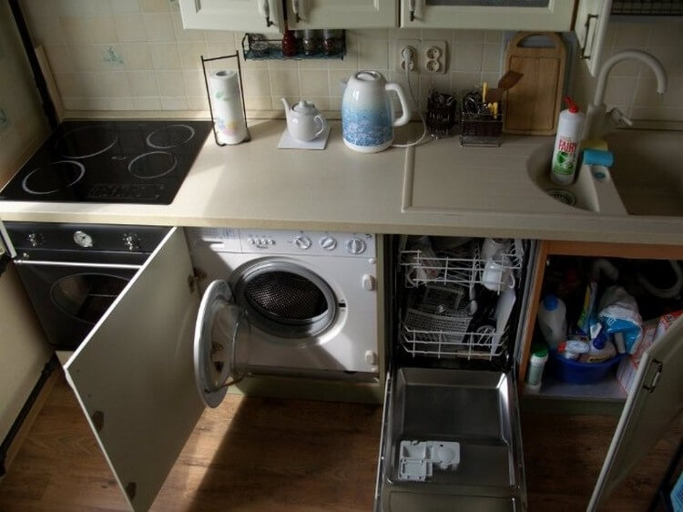 Компактное размещение техники на кухне